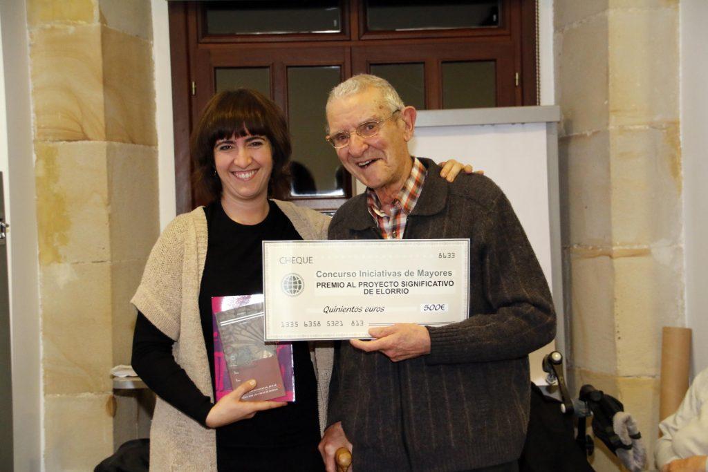 2 Alcaldesa y premio especial